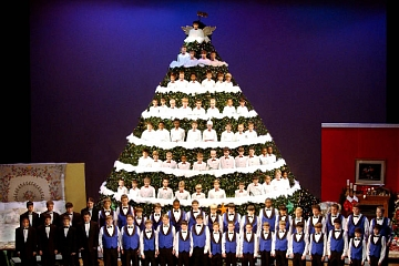 Image: Chattanooga Boys Choir – The Singing Christmas Tree