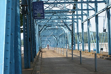 Image: Walnut Street Walking Bridge